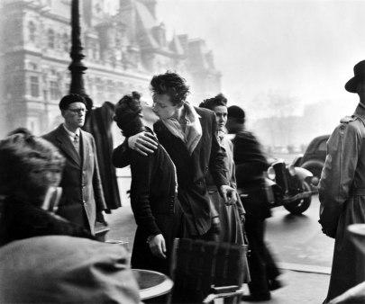 Bacio davanti all'Hotel de Ville