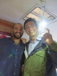 Lorenzo Giorgi (a sinistra) e Illac Diaz, fondatore di Liter of Light