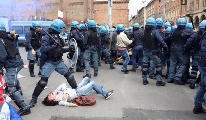Manifestazione a Bologna, pochi giorni dopo quella di Milano
