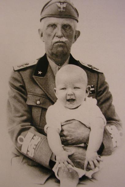 Vittorio-Emanuele-III-con-il-nipote